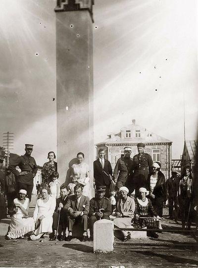 Grupinė nuotrauka (iš dešinės pirma sėdi Kazė Vaitkienė). Lazdijai, 1930 m. liepos 22