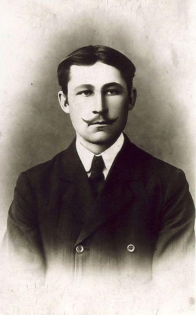 Juozas Petrauskas, Kazės Vaitkienės antros eilės pusbrolis. 1934 metai