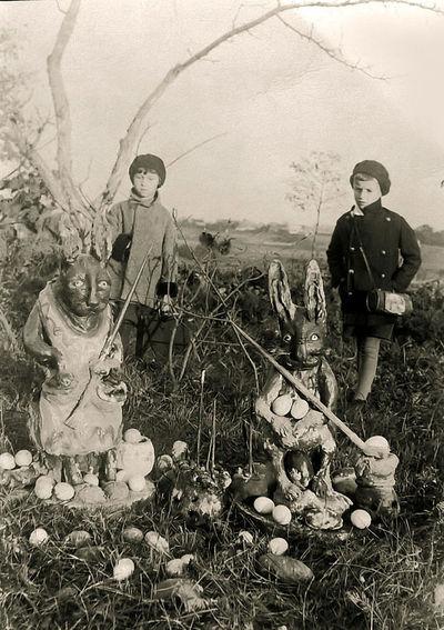 Velykos (dešinėje – Rimgaudas Vaitkus). Kėdainiai, 1935 metai