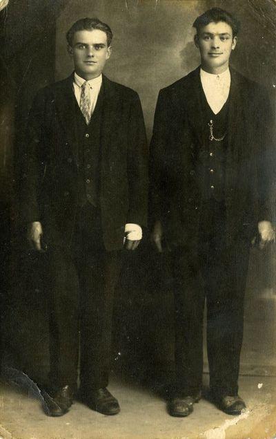 Dviejų vyrų fotoportretas