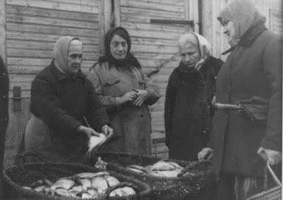 Prekiautojos žuvimi Klaipėdos žuvų turguje