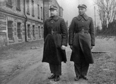 """Nuotrauka """"Du Kauno II-os pėstininkų divizijos štabo veterinarijos kariai"""""""