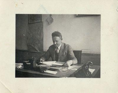 Mamertas Žilinskas prie darbo stalo