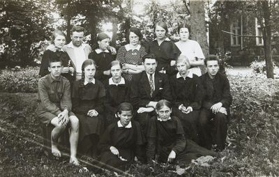 """Nuotrauka """"Žeimelio latvių progimnazijos mokiniai ir mokytojai"""""""