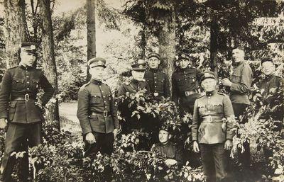 """Nuotrauka """"Kauno II-os pėstininkų divizijos štabo veterinarijos kariai miške"""""""