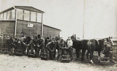 """Nuotrauka """"Arklių kaustymas prie kariuomenės arklidžių"""""""