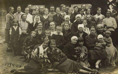 """Nuotrauka """"Bingelių kaimo gyventojai prieš išsiskirstant į vienkiemius"""""""