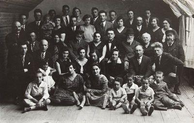 """Grupinė nuotrauka """"Vabalninko žydų Kromo ir Sandleraitės vestuvės"""""""