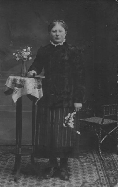 Merginos iš Kaipėdos apylinkių portretas