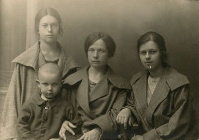 Marija Šlapelienė su savo vaikais Kaune
