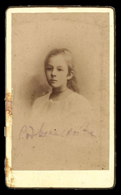 Nežinomos mergaitės portretas su įrašu Padbereckaite