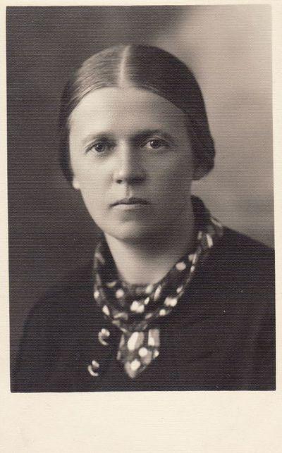 Istorikės Onos Maksimaitienės portretas.1936 m.