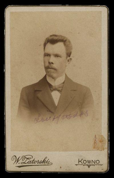 Nežinomo vyro portretas su įrašu Laudynskas