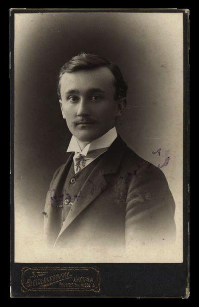 Nežinomo vyro portretas su įrašu P. Budriavičio