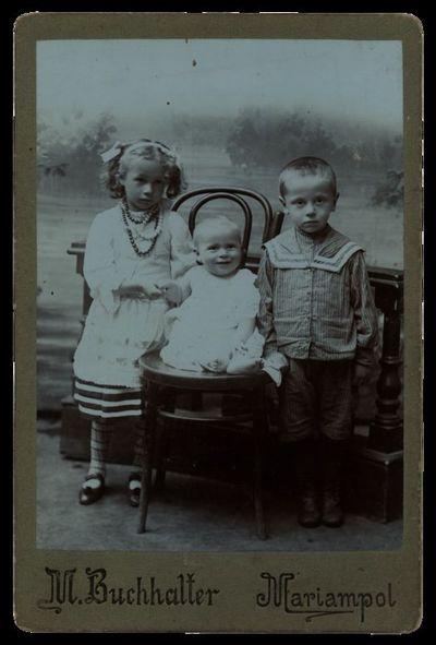 Bujanauskų vaikų portretas