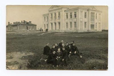 Aloyzas Sirutis su bendramoksliais – Marijampolės mokytojų seminarijos II kurso studentais