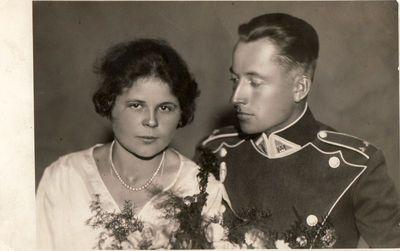 Jaunavedžiai Elžbieta Radzevičiūtė ir Boleslovas Žitkevičius. Kaunas, 1927 m.