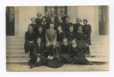 Marijampolės mokytojų seminarijos II kurso studentės