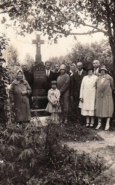 Žitkevičių giminė prie Domininko Žitkevičiaus kapo