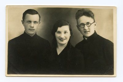 Aloyzas Sirutis su dviem draugais