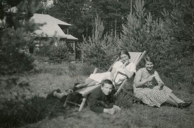Šlapelių vaikai šeimos vasarnamyje Valakampiuose
