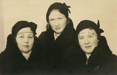Trys marijampolietės