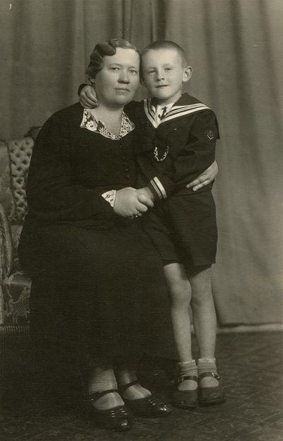 Aloyzo Siručio sesuo Petronėlė su sūnumi Antanu Dundzila