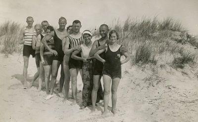 Gražutė Šlapelytė su jaunimu Palangos kopose sustojo vorele