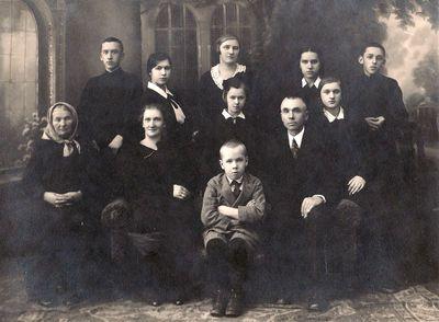 Marija ir Rapolas Žitkevičiai su šeima sidabrinių vestuvių proga