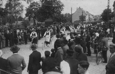 Pirmoji Mažosios Lietuvos lietuvių dainų šventė Klaipėdoje. Dalyvių eitynės miesto gatvėse