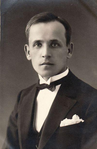 Pradinių klasių mokytojo Stasio Janausko portretas.