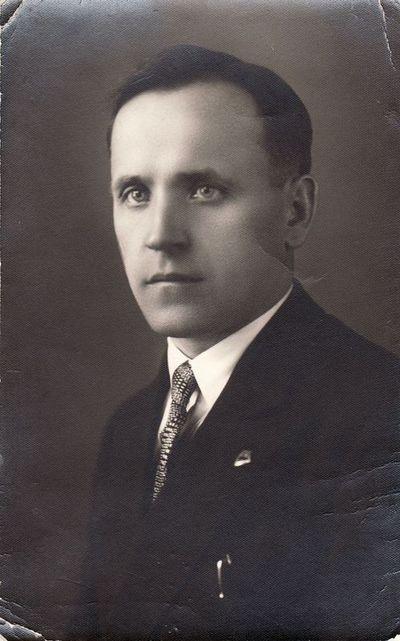 Pradinių klasių mokytojo Stasio Janausko portretas