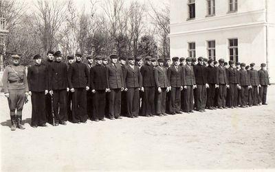 Panevėžio valstybinės berniukų gimnazijos moksleiviai karinio rengimo pamokoje
