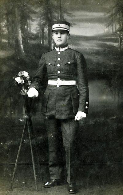Lietuvos kariuomenės kareivis paradine uniforma