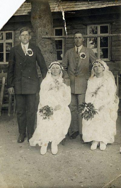 Feliksas Rūtė ir Leonas Dargis su žmonomis Domicele ir Zofija Zubernytėmis