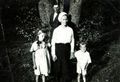 Leonas Dargis su šeima Palangoje