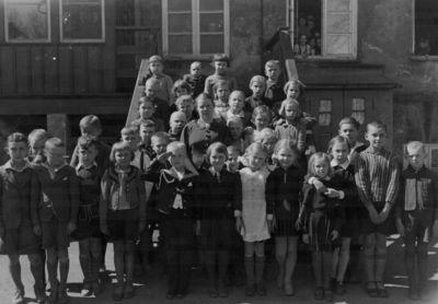 Klaipėdos Donelaičio pradinės mokyklos mokiniai su mokytoja E. Aleksejūte