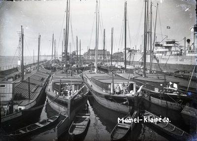 Klaipėda. Laivai Žiemos uoste