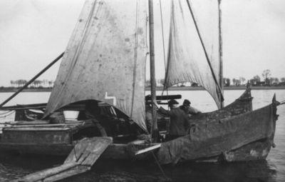 Kuršių marių žvejų laivai prie Tilžės