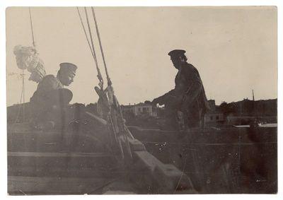 """Fotografija """"Du vyrai laive"""""""
