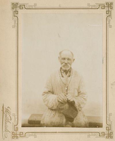 101-erių metų senolio, buvusio miškininko, Budniko portretas