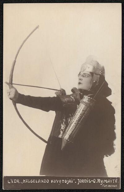 """Teatro aktorės Onos Rymaitės, atliekančios Jordžio vaidmenį spektaklyje """"Helgelando kovotojai"""", portretas"""