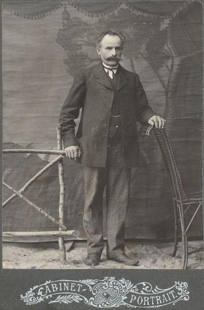 Vyro portretas fotoateljė