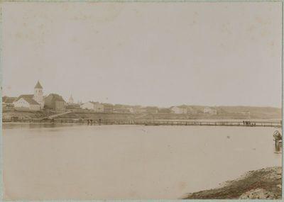 Pontoninis tiltas per Nemuną ties Kauno evangelikų liuteronų bažnyčia