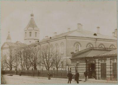 Berniukų gimnazija (dab. Kauno Maironio universitetinė gimnazija) ir cerkvė (dab. Kauno Dievo Kūno bažnyčia)