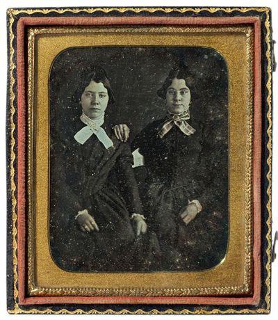 Nežinomų moterų portretas fotoateljė