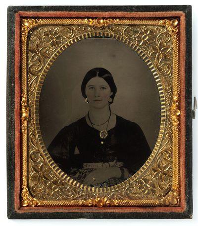 Nežinomos moters portretas fotoateljė