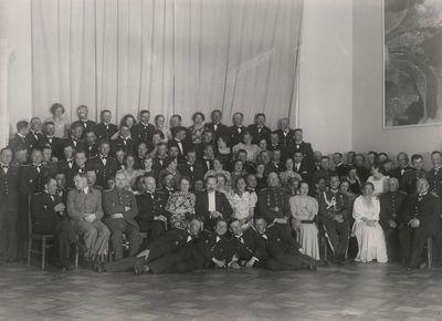 Žmonių grupė su pirmuoju Lietuvos Respublikos prezidentu Antanu Smetona