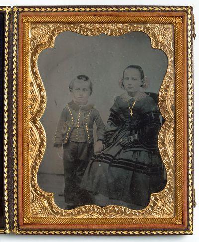 Nežinomų vaikų portretas fotoateljė
