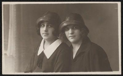 Dviejų moterų portretas